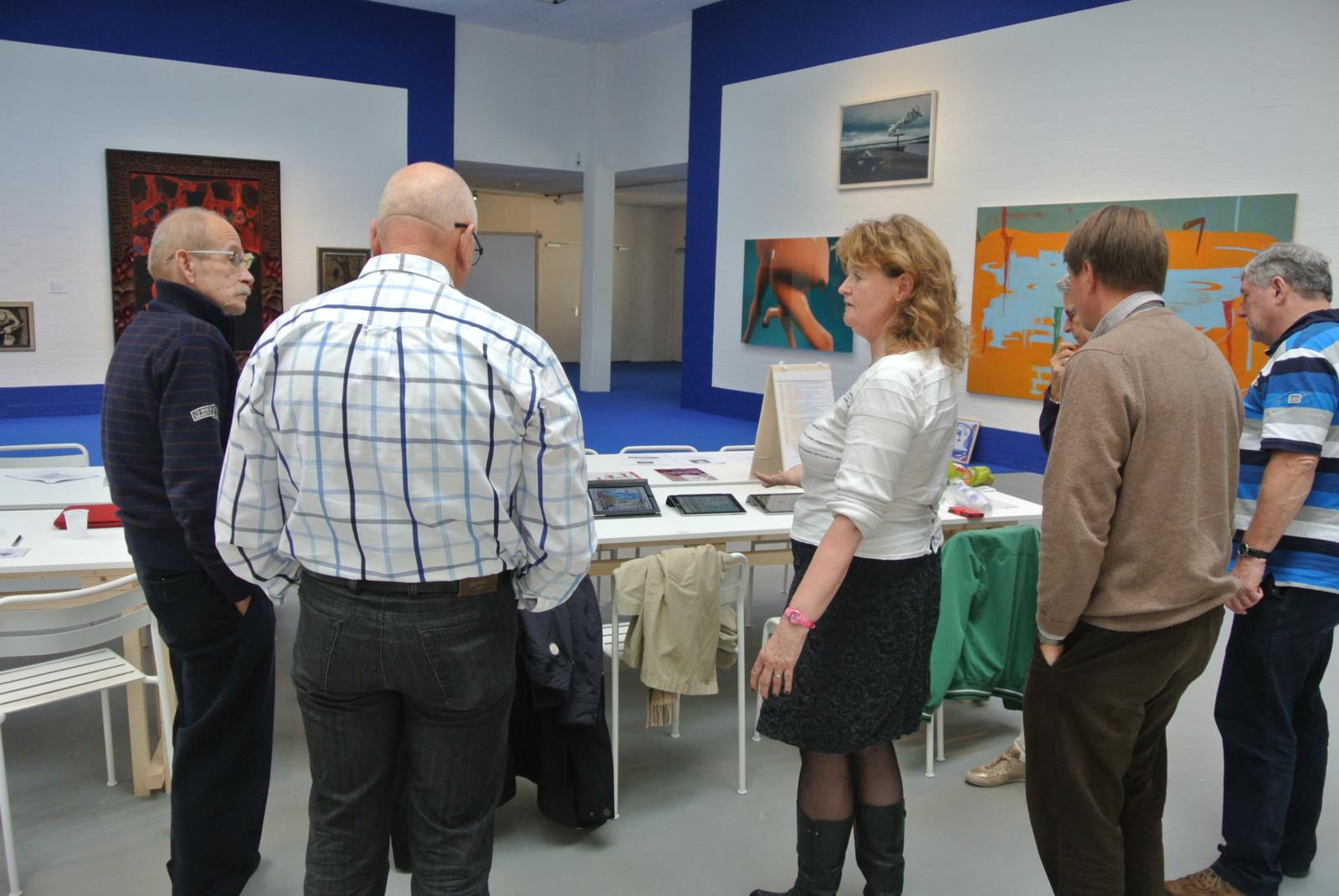 Workshop schilderen op je ipad in Museum Van Bommel Van Dam: naast de meeste online-cusussen, geeft Rita Koolstra ook 'offline-cursussen'